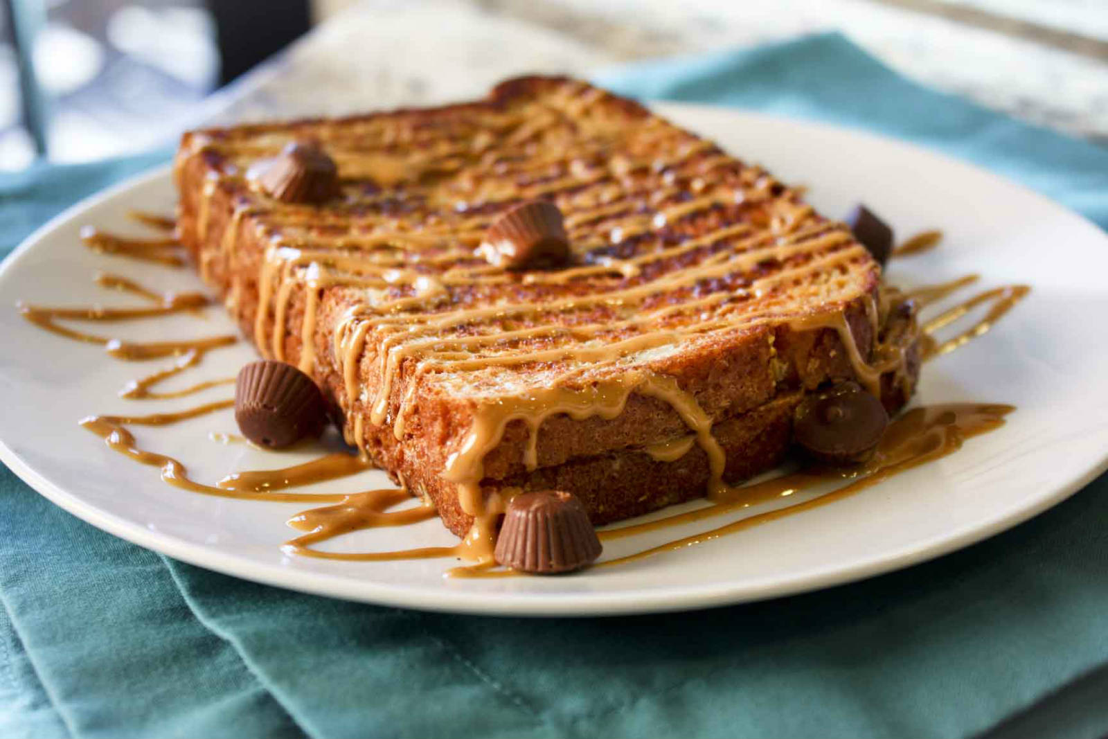Breakfast Ideas for Weight Loss - Whole Grain Bread Toast with Peanut Butter