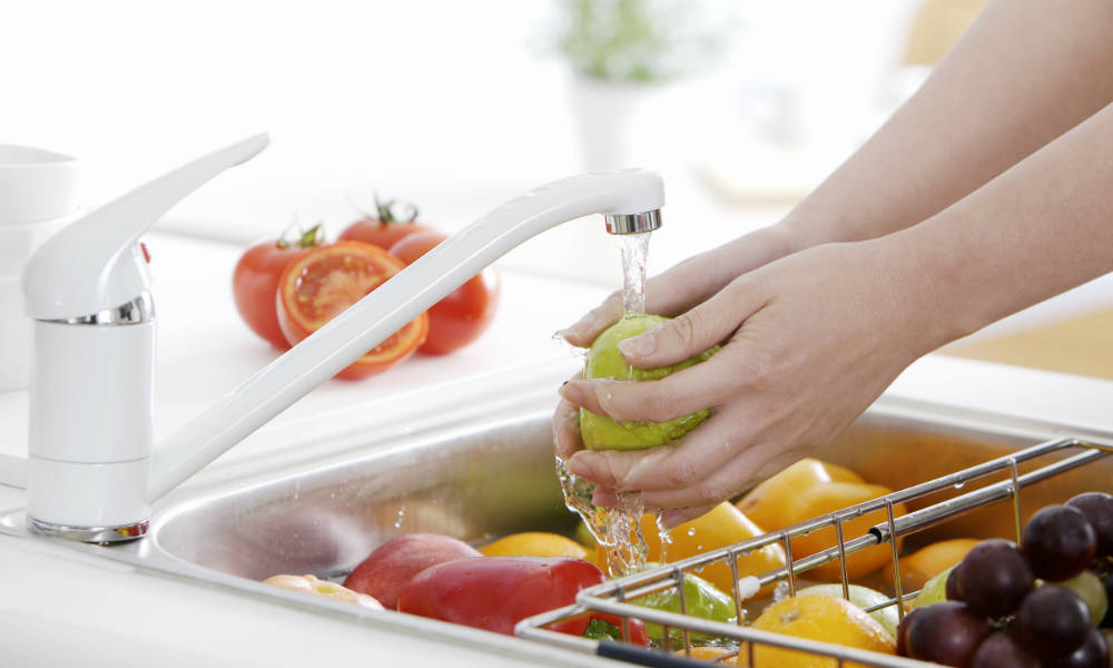 A few simple tricks to remove pesticides from vegetables and fruits - Foods never wash cooking ...
